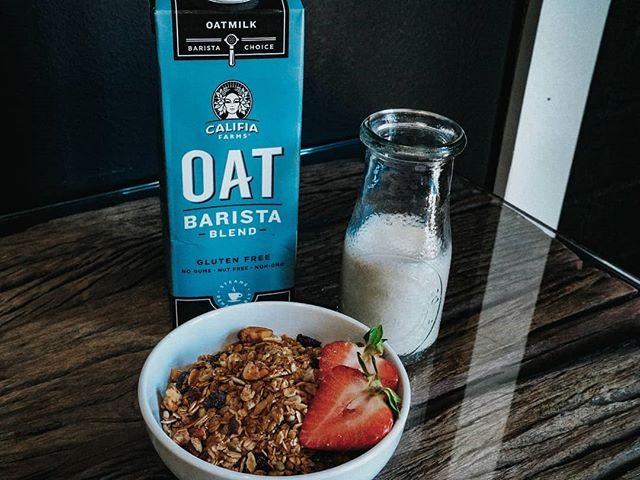 A morning classic. Granola with oatmilk @califiafarms  #✖️ #RVCC