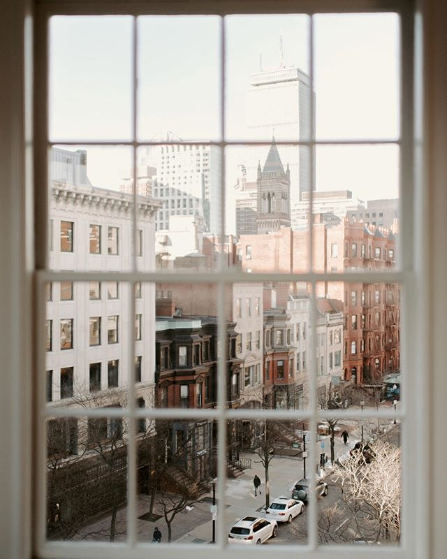 Still my favorite photo (ever) of Back Bay from my shoot with @madelinerosephoto // Boston's my favorite, and it only gets better as the weather does, but it's been a couple months since I've traveled, and I'm beginning to feel a bit antsy... I'm looking forward to spending Memorial Day weekend in Maine, and am excited for the other getaways that are coming together for the rest of the year! 🌎