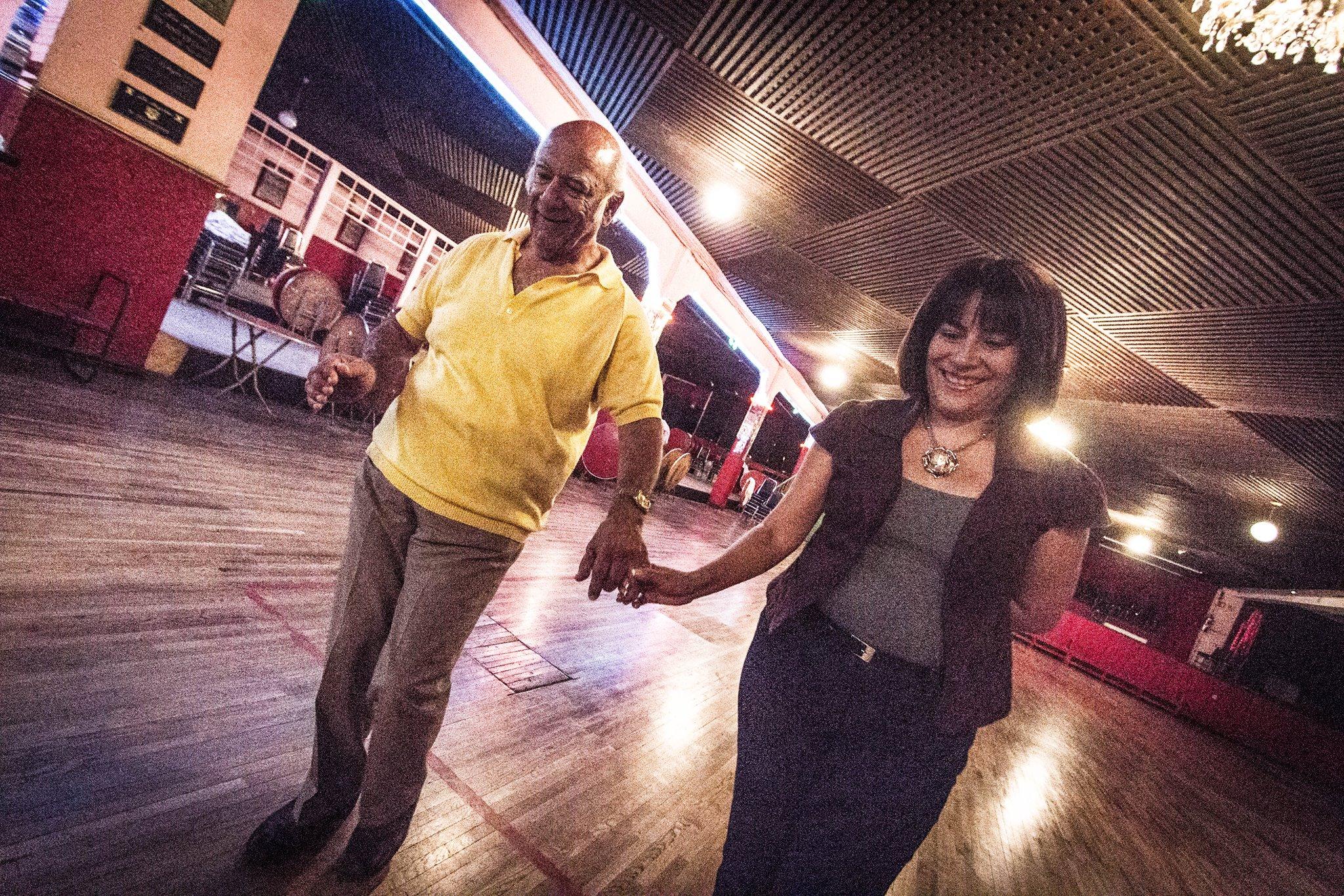 """COSER, Pareja de baile de la clase de los martes de danzón del Mtro. Gerardo Hernández """"El Borrego"""". Salón Los Angeles, CDMX, 2015."""