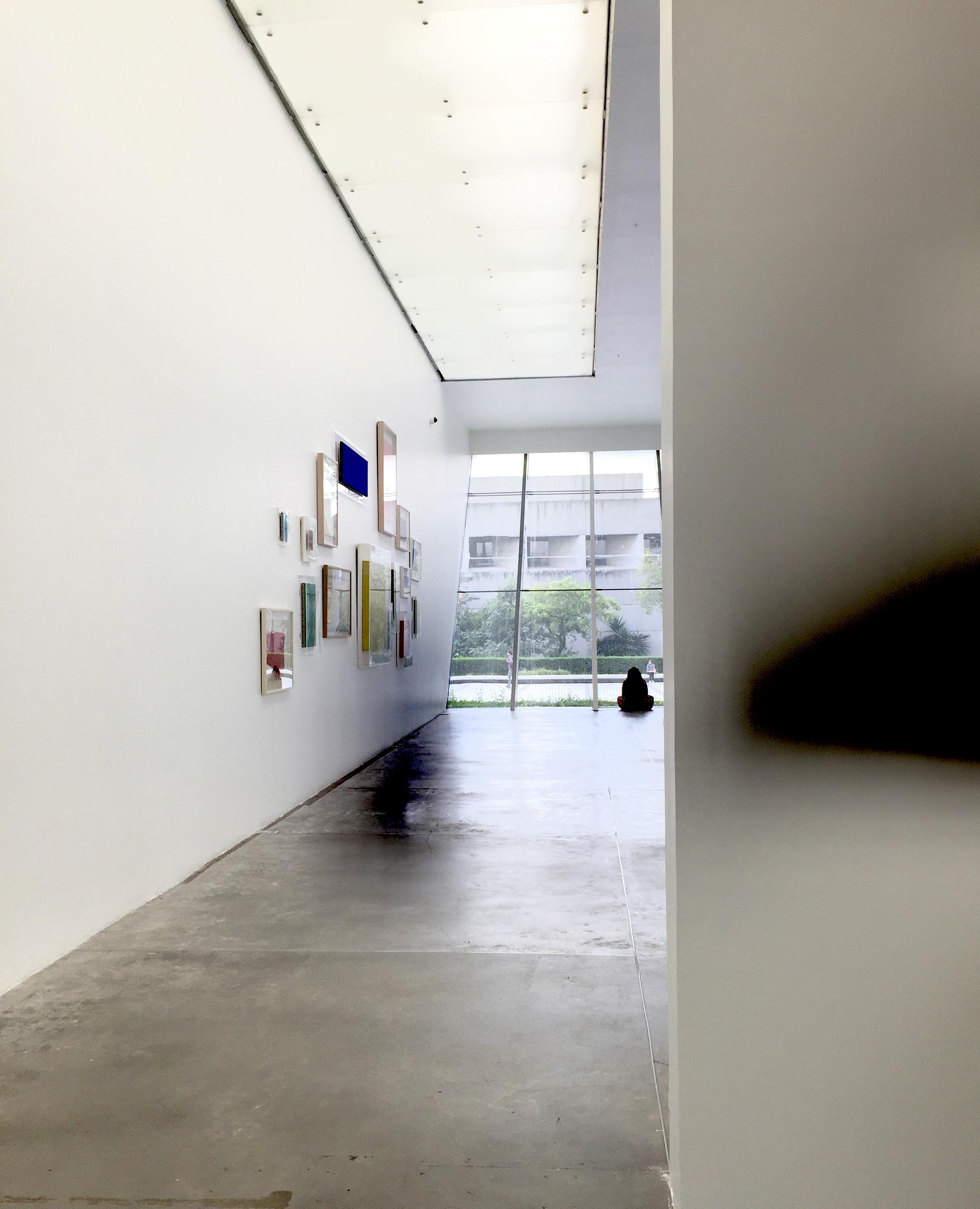 Fundando el espacio. Intervención de Enlaces en la Exposición de Yves Klein y Forensic Architecture, 2018. MUAC.