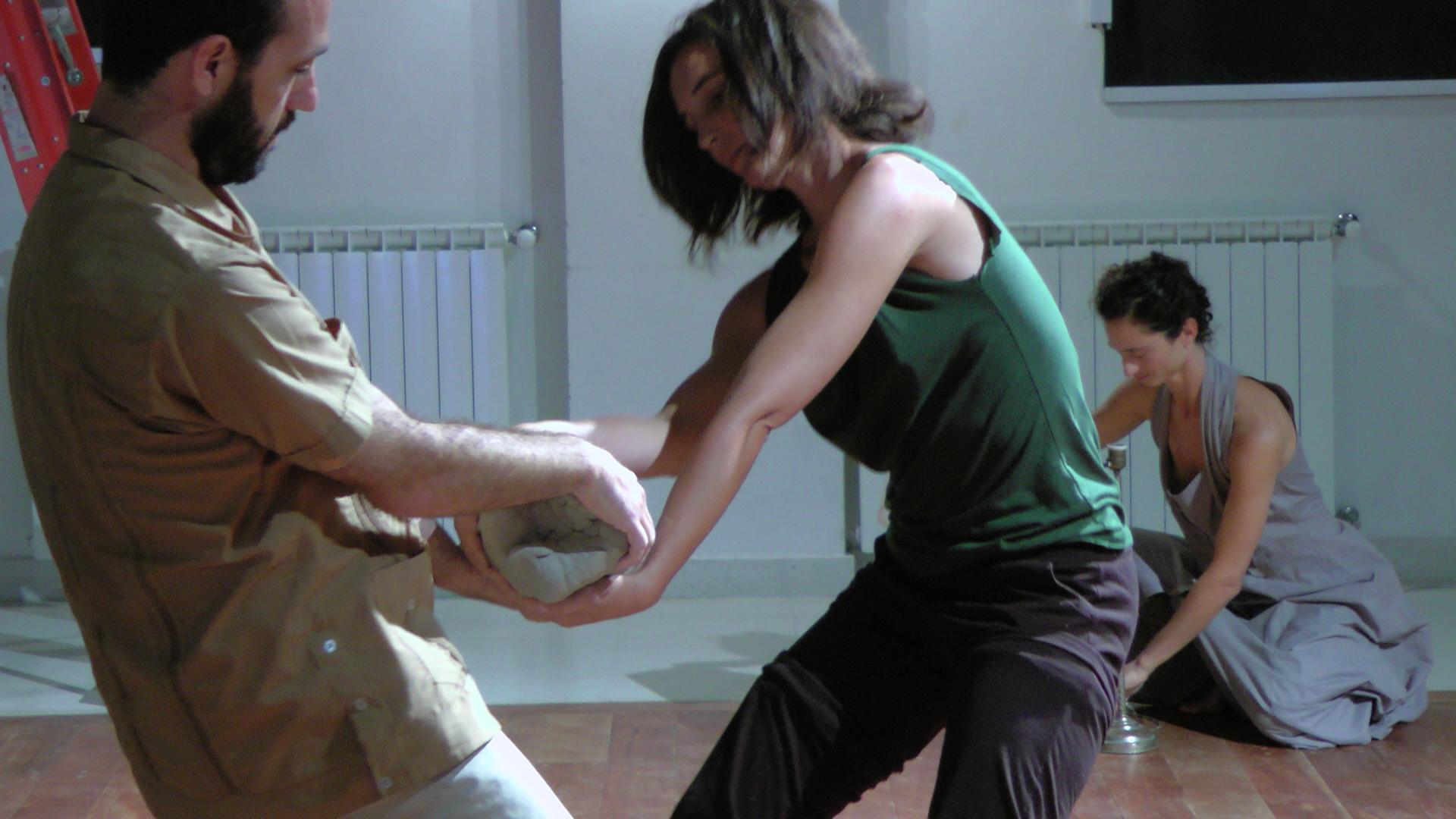 Gustavo Bendersky y María Elena Vásquez. Materiales (y los otros). La Vieja Usina, 2013. Paraná, Argentina. Foto Sofía Daichman.