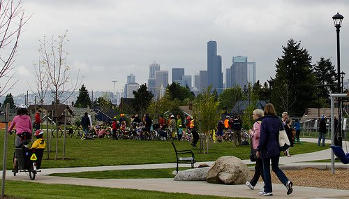 A photo at Jefferson Park of a Beacon BIKES (our former name) event.