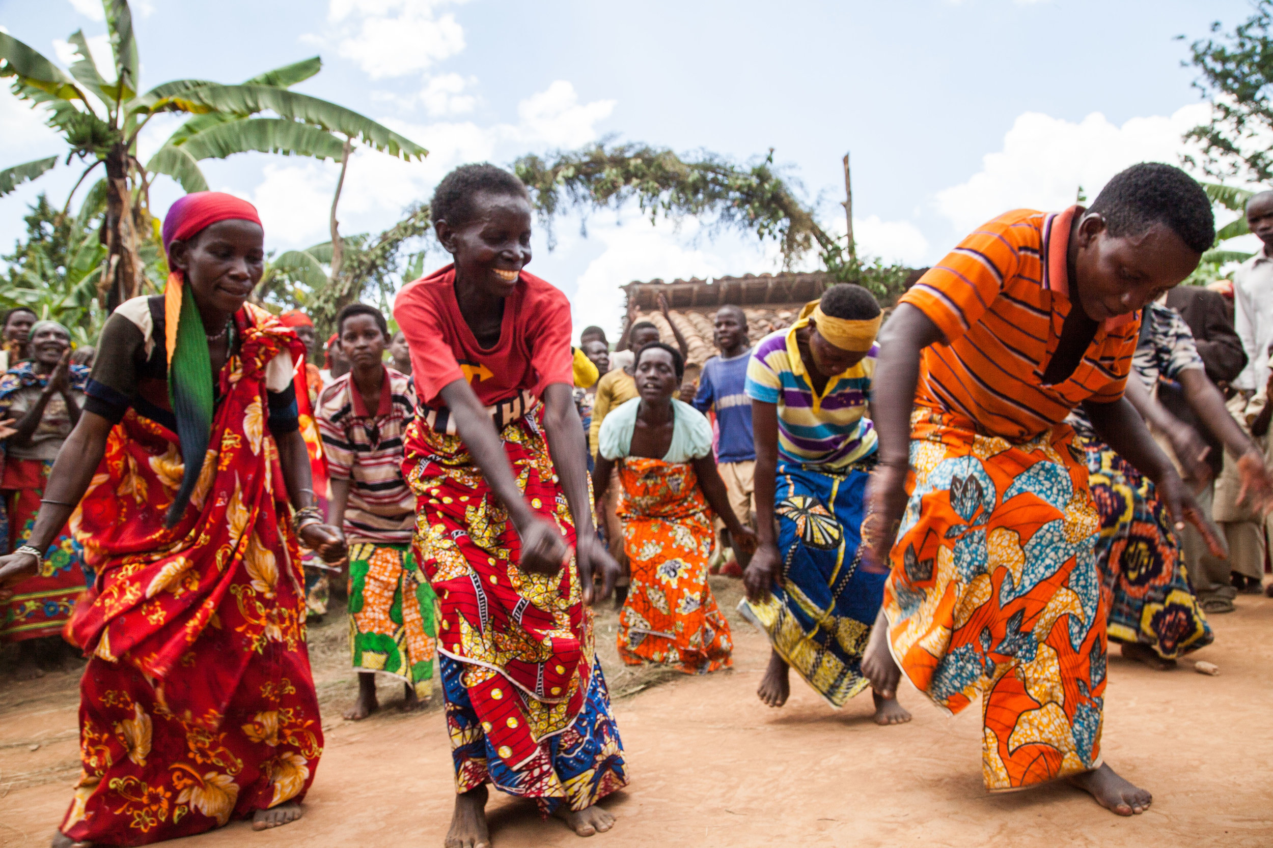 Batwa women dancing.jpg