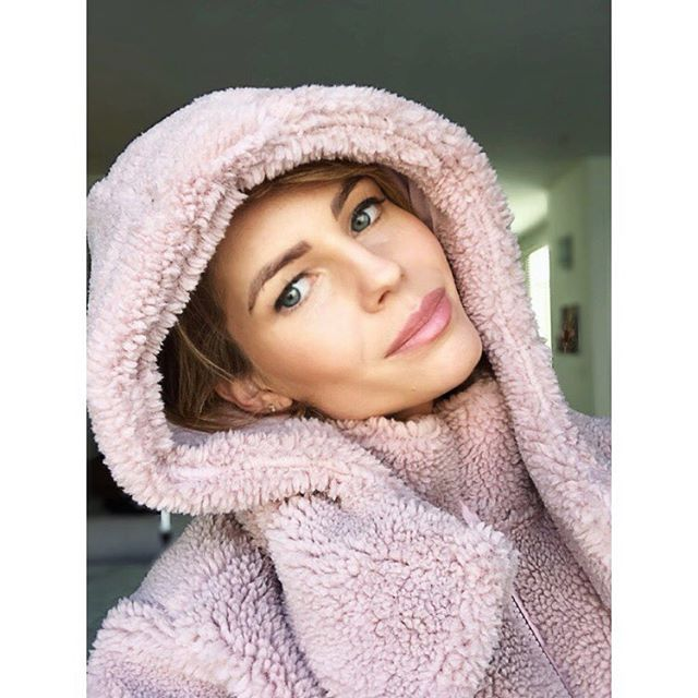 Park City, here I come! ❄️🎿🍿 . . . . . . #happy #saturday #saturdayfunday #saturdaylove #saturdaylife #sunny #weekendvibes #sun #snow #sundance #filmfestival #instagood #utah #winter #vibes #photooftheday #picoftheday #instadaily #mood #instamood #photo #photography #light #pink #fauxfur #selfie #ski #trip #fun
