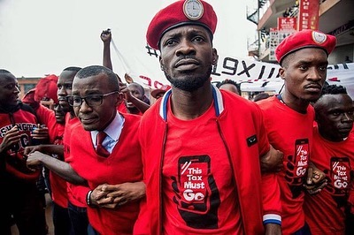 If you haven't yet, look up the work and fight of fellow artist, @bobiwine in Uganda. ⠀⠀⠀⠀⠀⠀⠀⠀⠀ The true purpose of the artist/arts is to be a reflection of the world...and in doing so, be willing to challenge the status quo and shed light upon abuse of power, corruption, etc. I applaud this type of bravery because subversion and resistance are often met with such damning repercussions that many fear speaking out. Shout out to real revolutionaries like @DeadPrez, Ai Weiwei, and this young man, Bobi Wine...