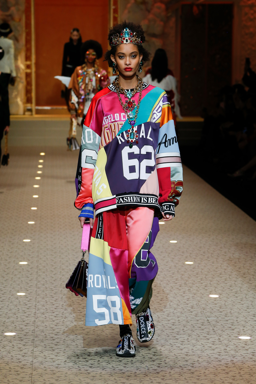 dolce-and-gabbana-fall-winter-2018-19-women-fashion-show-runway-64.jpg
