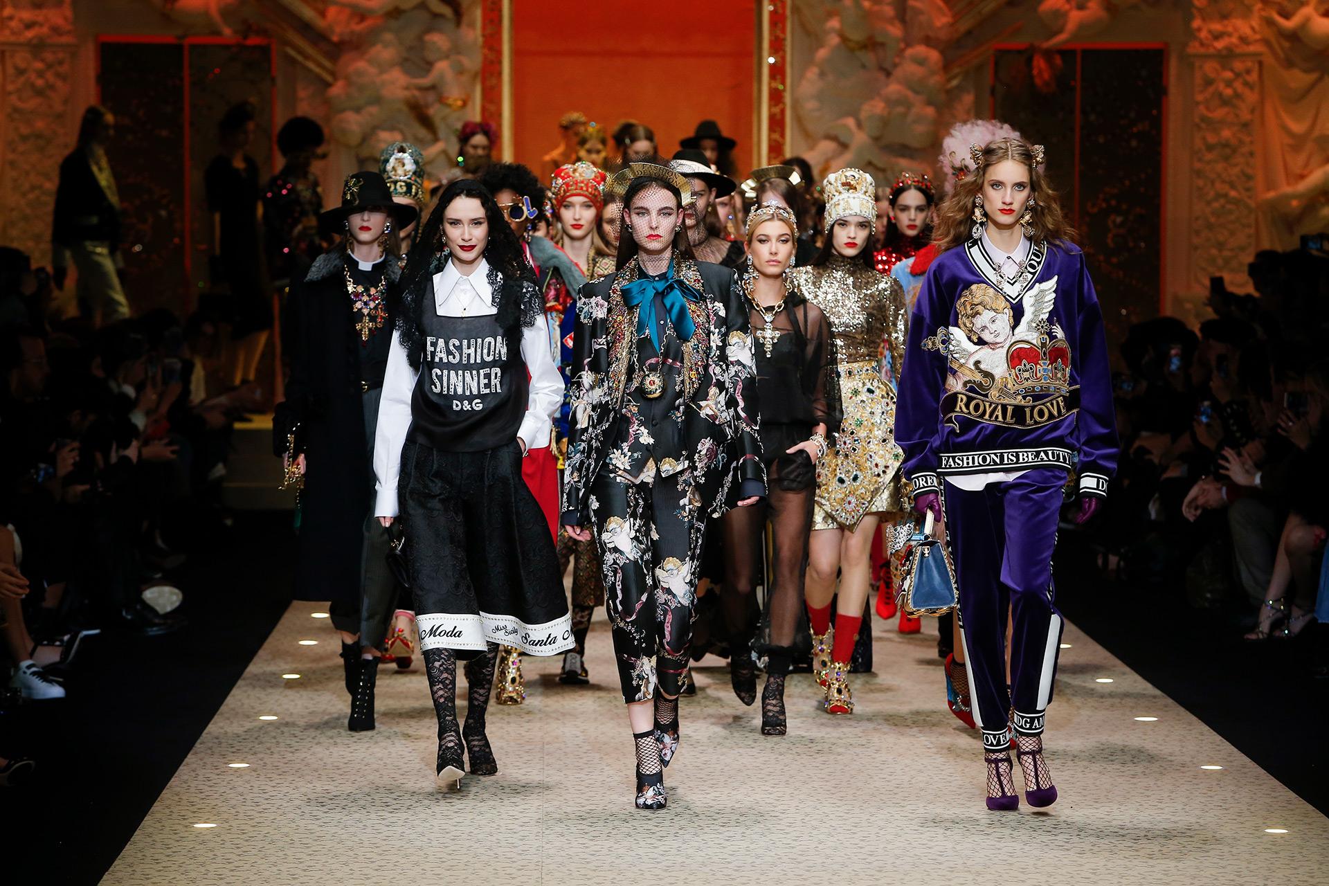 dolce-and-gabbana-fall-winter-2018-19-women-fashion-show-runway-111.jpg