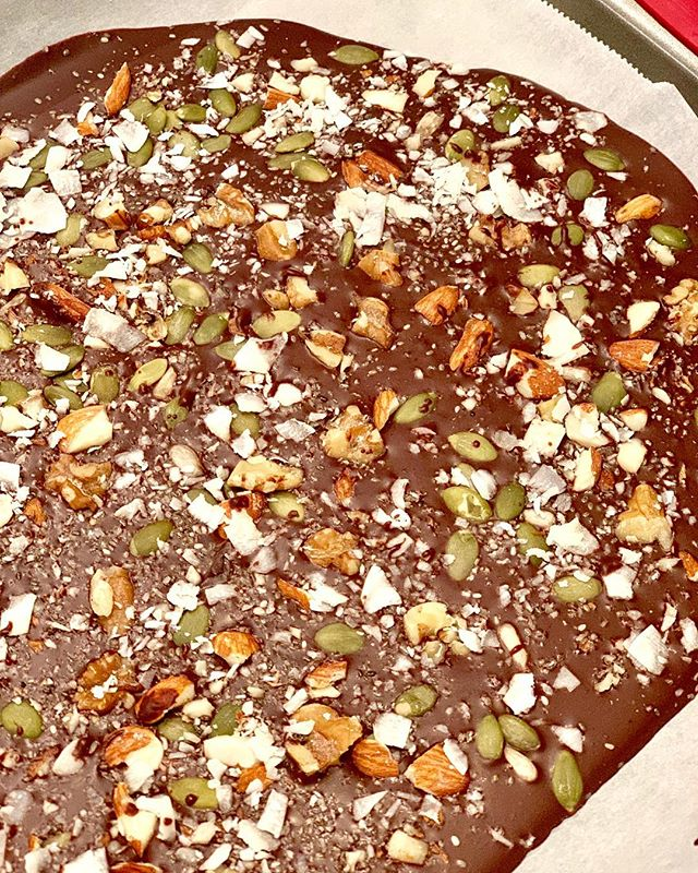 Preparing some sugar free chocolate bark for the family, so good 😋!!