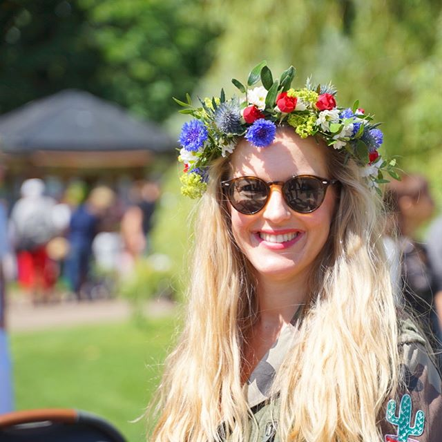 Isn't the flower crown one of the best things at midsummer;)...🌸🌼🌺🌻🌷#happymidsummer #byebyeordinary