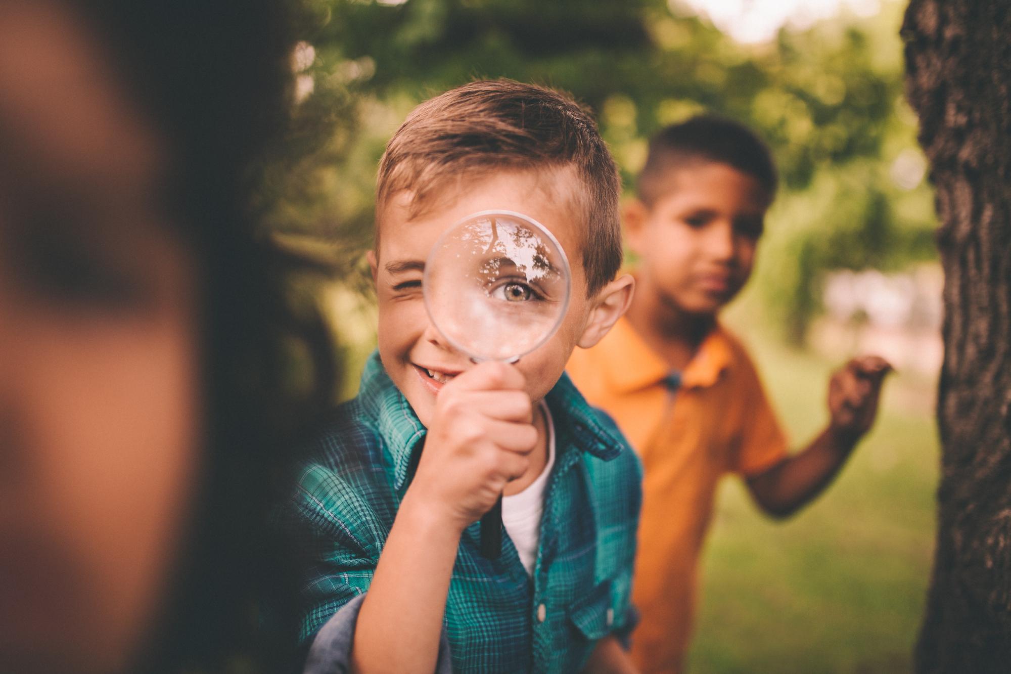Wir wollen einen Ort, - ... an dem das Sein im Mittelpunkt steht und Raum ist für Kreativität, für Eigeninitiative und persönliche Interessen.Einen Ort, der frei von Druck und Angst ist.Wir wollen einen Ort, der unseren Kindern die Möglichkeit bietet, dass sich soziale Kompetenzen wie Teamfähigkeit, Kommunikationsfähigkeit und Flexibilität natürlich und selbstverständlich entwickeln können, da diese weder gelehrt noch unterrichtet werden können.