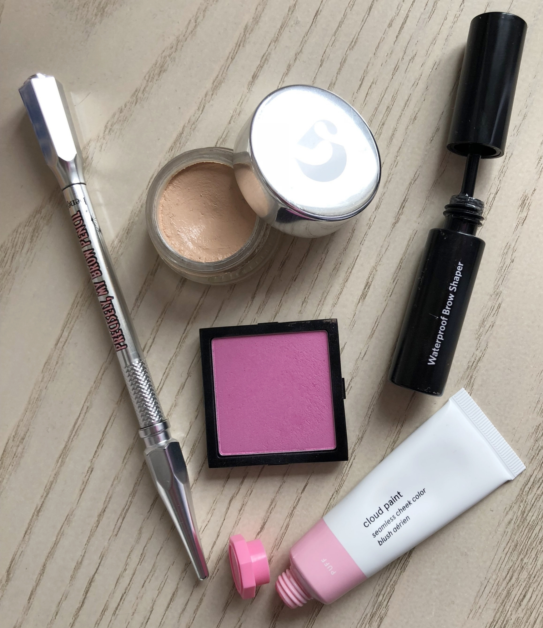 - The weather definitely keeps changing its mind but you can keep spring happy with your fresh flushed makeup looks.You can keep it super natural for your everyday makeup or make it bold for that catwalk twist.