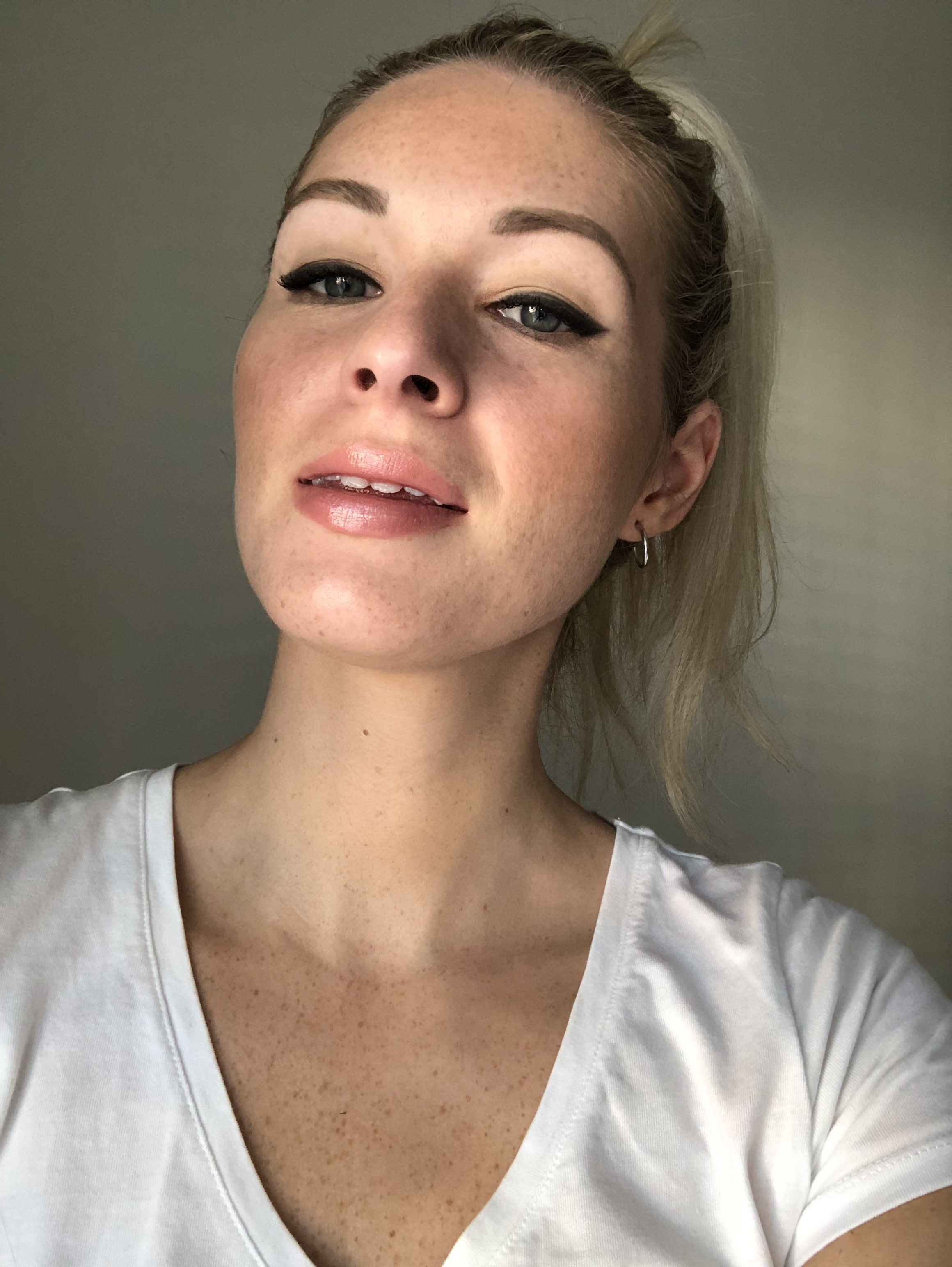 """Double lining is """"foolproof""""  No need for a steady hand.. or a straight line and it stays put no matter what you encounter on your day!  Apply your eye liner of choice - I've used my ultimate fav Bobbi Brown gel liner  And then simply using a small brush, go over the liner with a dark eye shadow to create that smokey liner affect."""