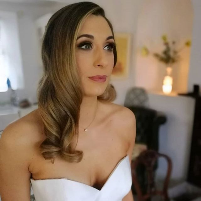 Would ye look at this stunner!! Last weekend I had the pleasure of doing my girl, @rachelwrrn2 make up and hair (my hair styling debut)for her wedding! It is always an honour to be part of such a special day for a bride but when the bride is also your good friend, well that makes it off the charts special! It was a laugh a minute with Rachel, Phoebe and Gwen, all natural born comedians! Rachel wanted sophisticated glamour for her hair and make up to balance with her elegant timeless wedding gown. She was just perfection from head to toe!💞 #luckydiarmuid  #bride #mounttemplebride #irishbride #oldpals #bridalhair #weddinghair #bridalmakeupartist #hollywoodwave #weddingmakeup #makeupartist #irishmakeupartist #mua #cloughjordan #augustajones