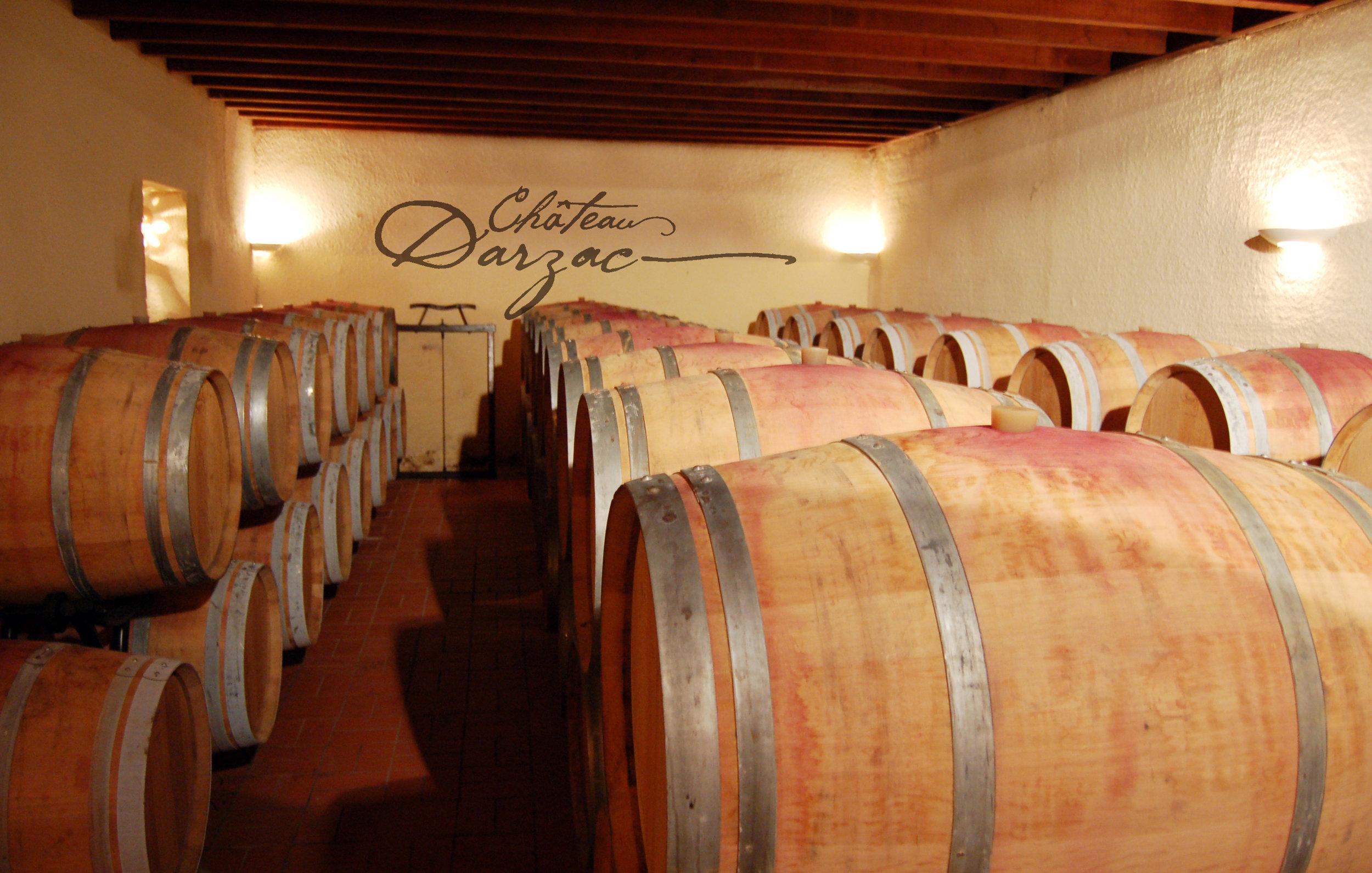 Les rouges - Château Fondarzac Rouge: Il est composé en grande partie de Merlot, vinifié traditionnellement dans le but d'obtenir des vins charmeurs. Avec une extraction maitrisée lors des fermentations et un élevage de 6 mois en cuve, il caractérise le bordeaux rouge classique.Château Darzac Rouge: Naissant sur nos meilleurs terroirs, le château Darzac est issus d'un processus de vinification plus approfondi (saignée, délestage, macération longue durée, FML sur marc, élevage sous bois....). Cela fait de lui un vin de garde, complexe et élégant.Héritage : une sélection de nos meilleurs merlots, une partie passée en barrique, donne naissance à un vin rouge puissant et expressif.Origine : Ces magnifiques merlots issus de la parcelle originelle de l'exploitation bénéficient d'un traitement particulier. Un pressoir hydraulique spécifique puis un passage de 24 mois en barrique.