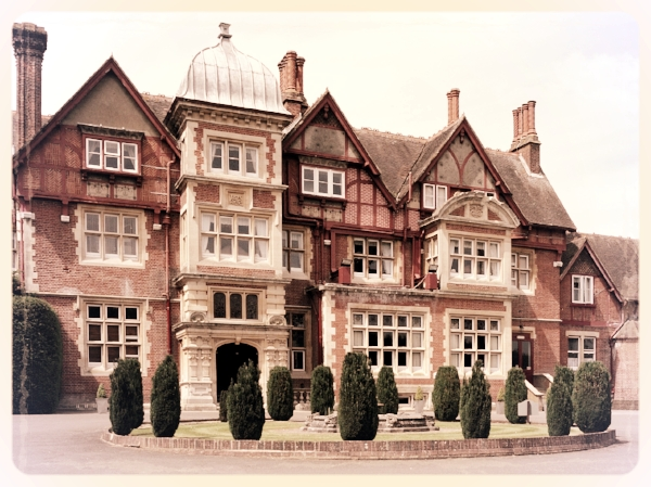 Pendley Manor - A breathtaking venue set in Hertfordshires countryside, Pendley Manor Hotel has a story that stretches back nearly 1,000 years. We think our popular Murder and the Mob works wonderfully in the Verney Room and shouldn't be missed!