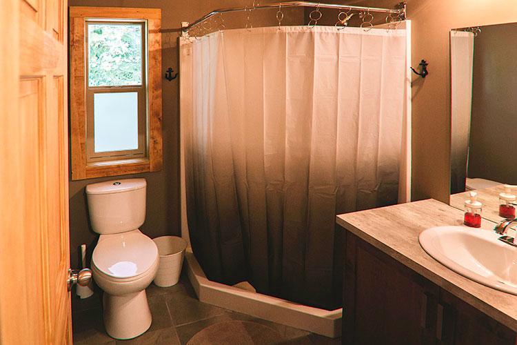 WHITE-LAKE-CABINS-bathroom-shower-55.jpg