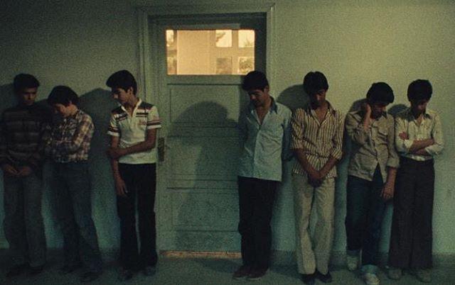 Still fra 'First Case, Second Case' (1979) af Abbas Kiarostami. Filmen blev vist i en nyrestaureret version på årets @Il Cinema Ritrovato festival i Bologna. Mads Mikkelsen, programlægger på CPH:DOX, har skrevet et postkort om filmen og festivalen til Skuelyst. læs med her: https://www.skuelyst.dk/arkiv/2019/7/11/postkort-mads-mikkelsen