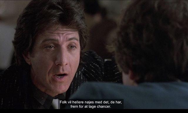 Stills fra den henrivende, gakkede komedie Ishtar (1987) af den amerikanske instruktør Elaine May. I filmen spiller Warren Beatty og Dustin Hoffman to håbløse, men elskelige sangskrivere, der skriver sange, der er så elendige at de faktisk er gode.  Elaine May var den første kvinde efter Ida Lupino, der landede en kontrakt som filminstruktør i Hollywood i 1968.