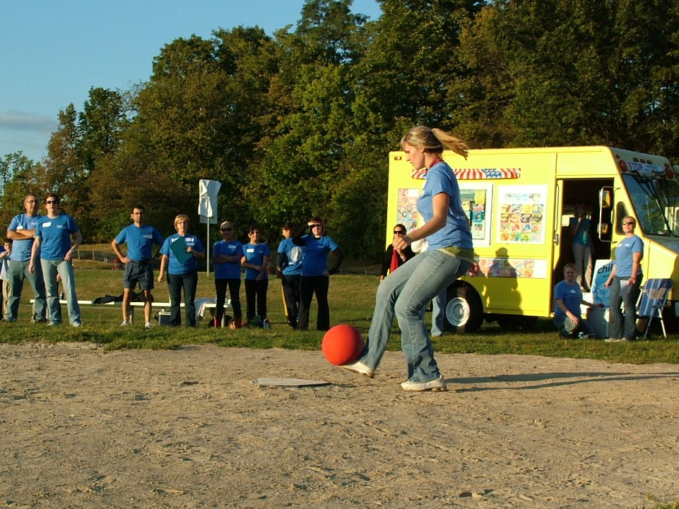 2010 Kickball 331.JPG