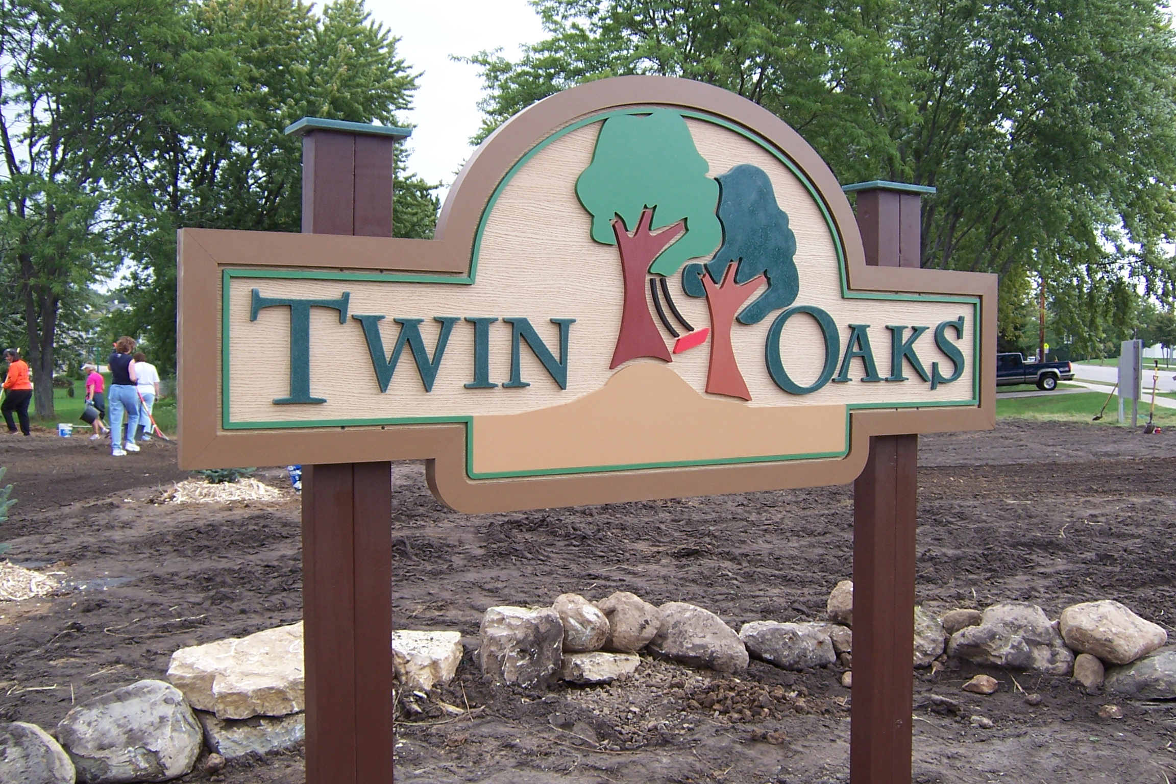 Neighborhood_twin_oaks.JPG