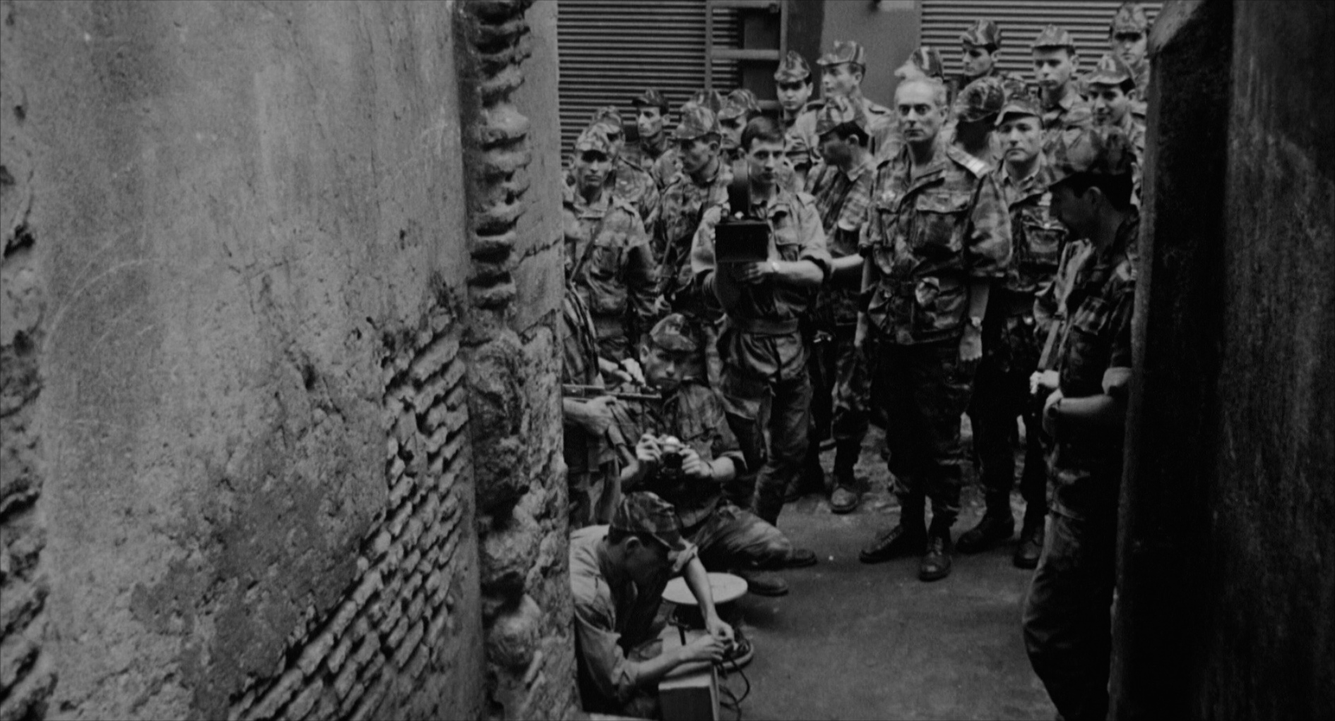large_battle_of_algiers_blu-ray_12.jpg
