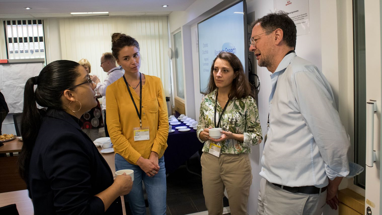 Continuing the discussions during a coffee break (Left to right: Helena Dávila Esquivel (ADIMI), Louisa Nelle (TMG Research), Marai El Fassi (TMG Research); Alexander Müller (Managing Director of TMG Research); Photo: Bruno St-Jacques / TMG Research)