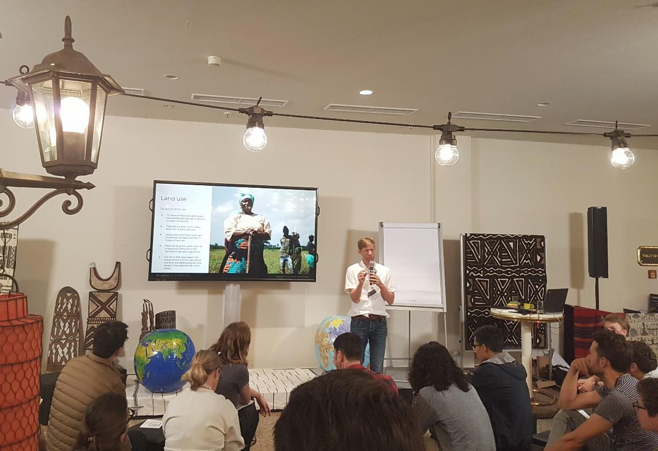 Green Stand, an organization dedicated to forest restoration, gives a presentation at the GLF Learning Café / Photo: Chelsea Jones, TMG Research gGmbH