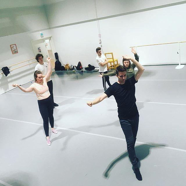 Tänään treenattiin Opus Deuksen koreografiat kuntoon! Koreografina mahtava orjapiiskuri @sami.ulmanen 👹 #opusdeus #kuinka #kuinkatullajumalaksi #musiikkiteatterinyt #tanssi #koreografia #baletti #latin #salsa #samba #broadway #musikaali #musiikkiteatteri #teatteri #dancingqueen #iwannadancewithsomebody
