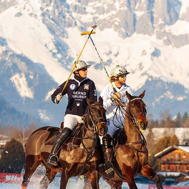 Duels, such as those with @eduanca from Team @Berndgruber_Interior and @poloplayer_winter from Team @Maserati_Germany, make the Snow Polo Tournament in @Kitzbühel_Tirol every year an exciting event in front of the snow-covered Alpine panorama. #snowpolo #tournament #kitzbühel #kitzbuehel #tirol #snow #polo #poloplayer #polopony #poloponies #pololifestyle #alpine #panorama