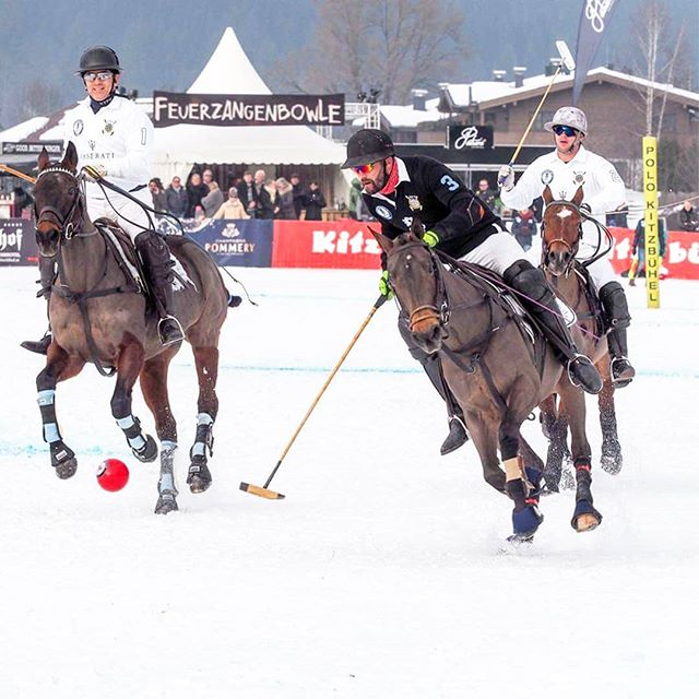 Who wouldn't like to gallop through the snow at these temperatures like @titogaudenzi from Team Bendura Bank, Marc Abele and Caspar Crasemann from Team @maserati_de? #kitzpolo #snowpolo #snow #polo #kitzbühel #kitzbuehel #poloplayer #polopony #poloponies #pololifestyle #bendurabank #maserati