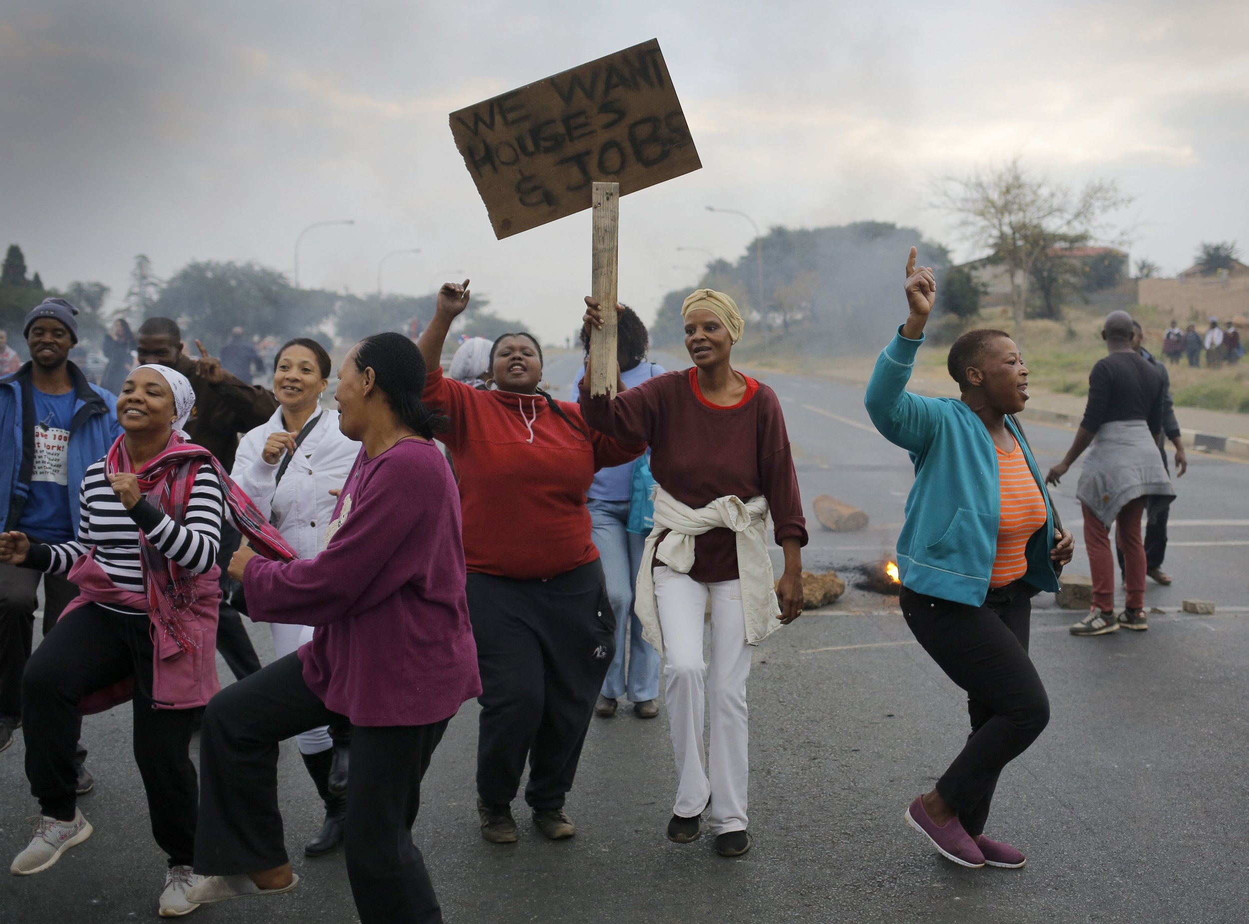 RESIDENTS OF ELDORADO PARK PROTESTING. CREDIT: KIM LUDBROOK/EPA/SHUTTERSTOCK