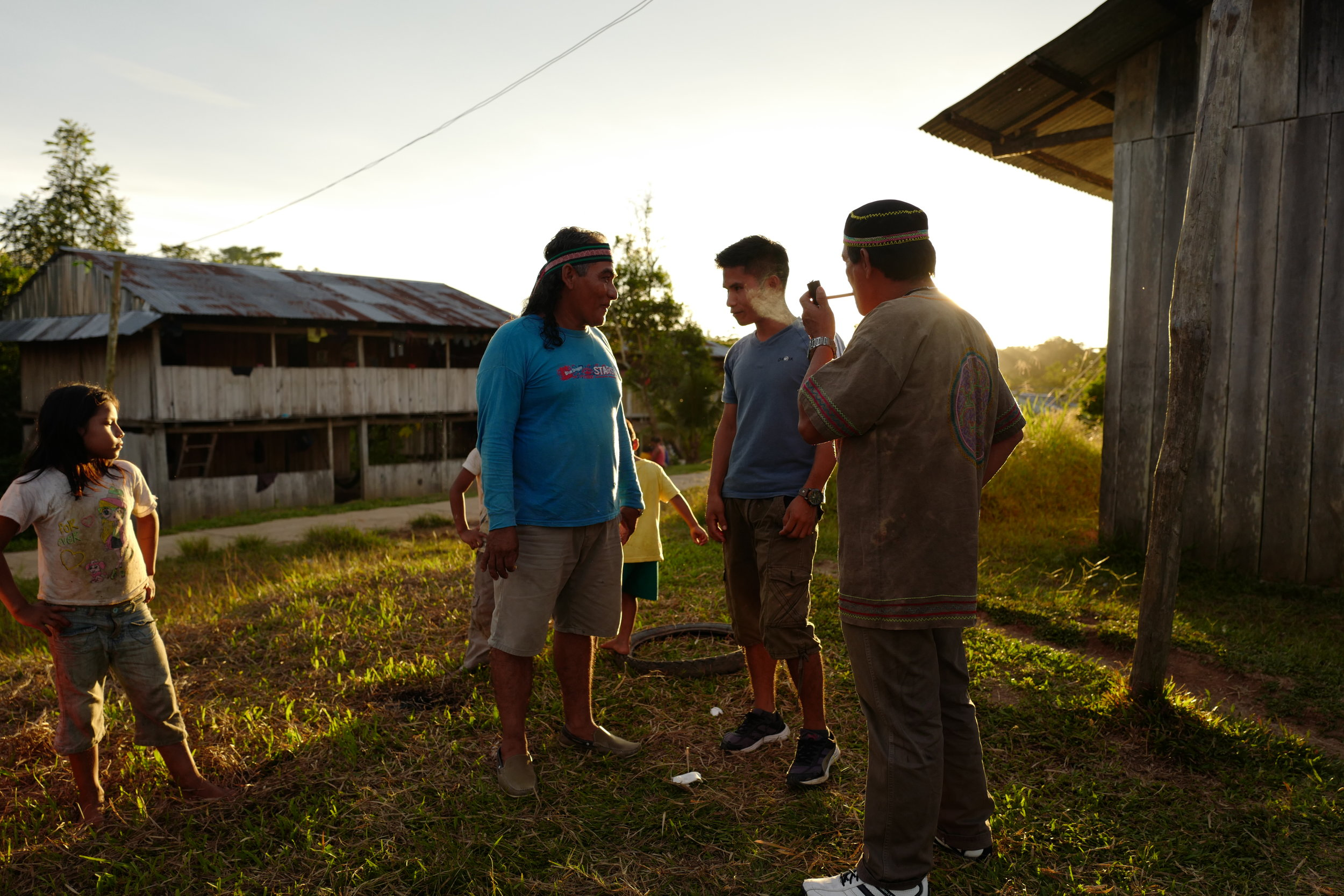MAGNO SPEAKING TO A PATIENT IN THE HUATARI COMMUNITY IN THE AMAZON. CREDIT: LURE