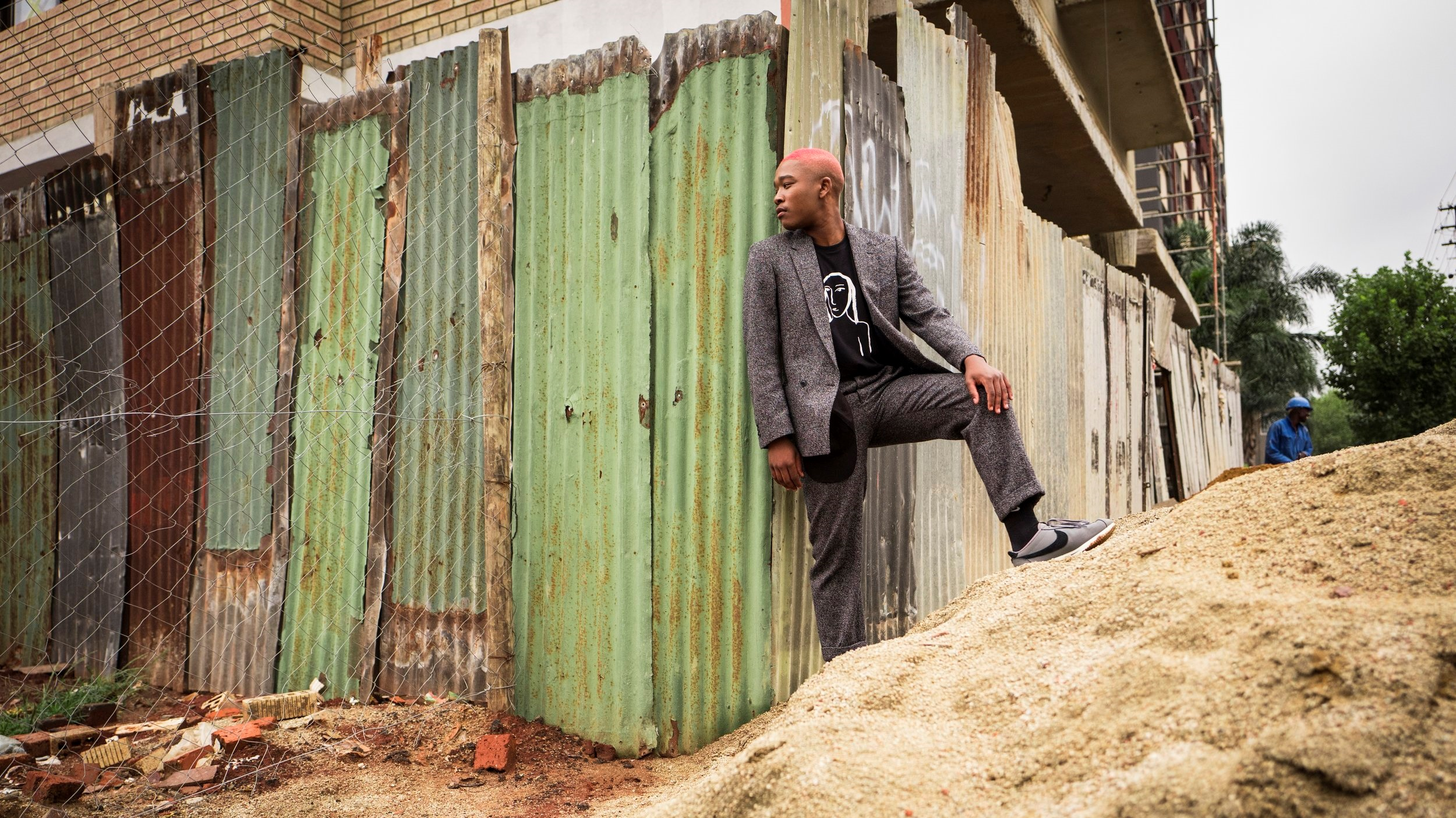 SINGER LANGA MAVUSO TRAVERSES ROUGH TERRAIN.   CREDIT: LURE