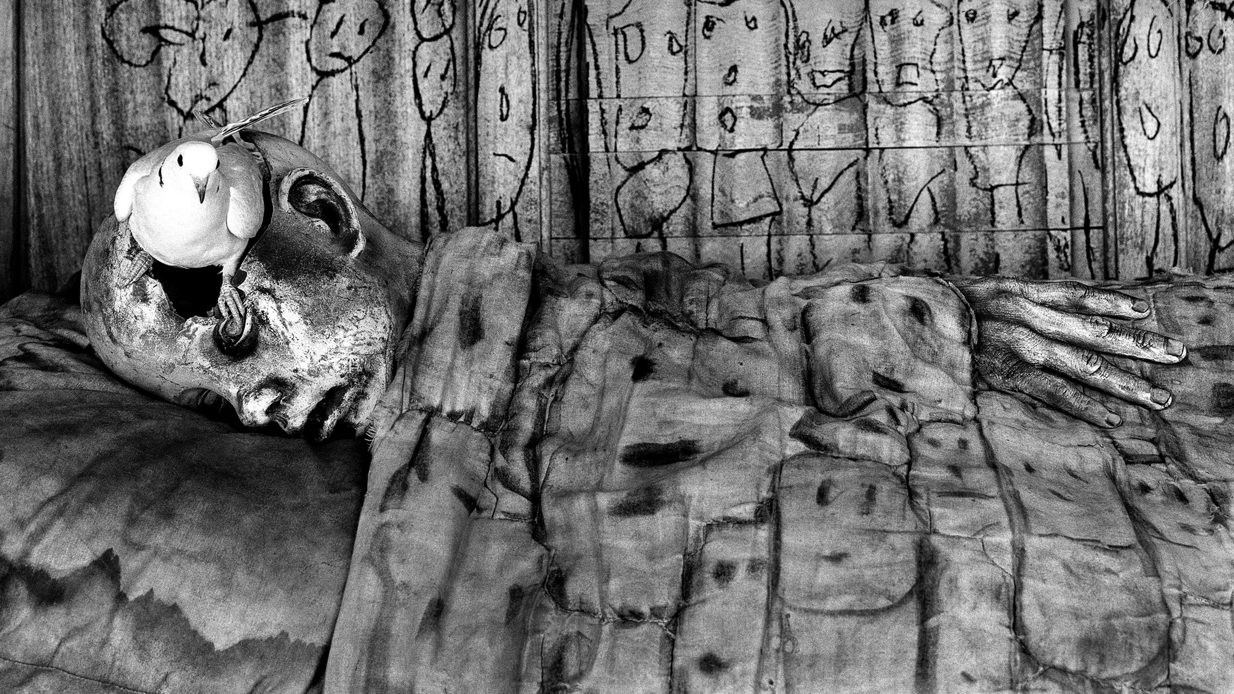 THE MANY ELEMENTS OF BALLENESQUE IN DEATHBED (2010). CREDIT: ROGER BALLEN