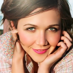 """Maggie Gyllenhaal  """"Dr. Frank Lipman's programs have changed my life. I eat what he tells me to eat and drink what he tells me to drink and I feel great for it."""""""