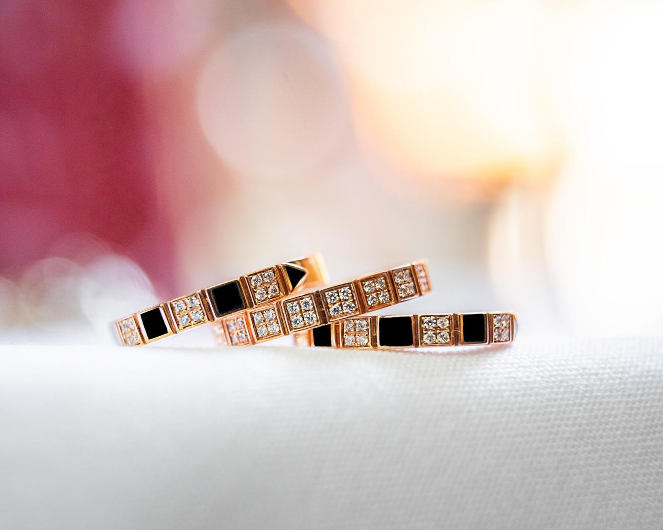 A propos de la collection - La collection RANA KB est conçue à Montréal par Rana elle-même et est produite en Italie afin d'assurer la qualité des pièces et leur intégrité par rapport à son design. Rana a constamment de nouvelles idées pour sa collection, laquelle est disponible en exclusivité au Château D'Ivoire de Montréal.