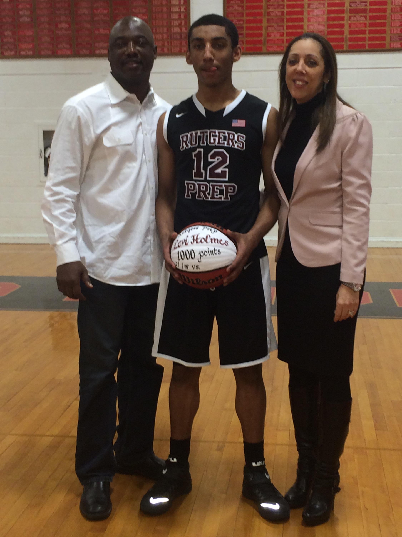 Levi 1000 with parents.jpg