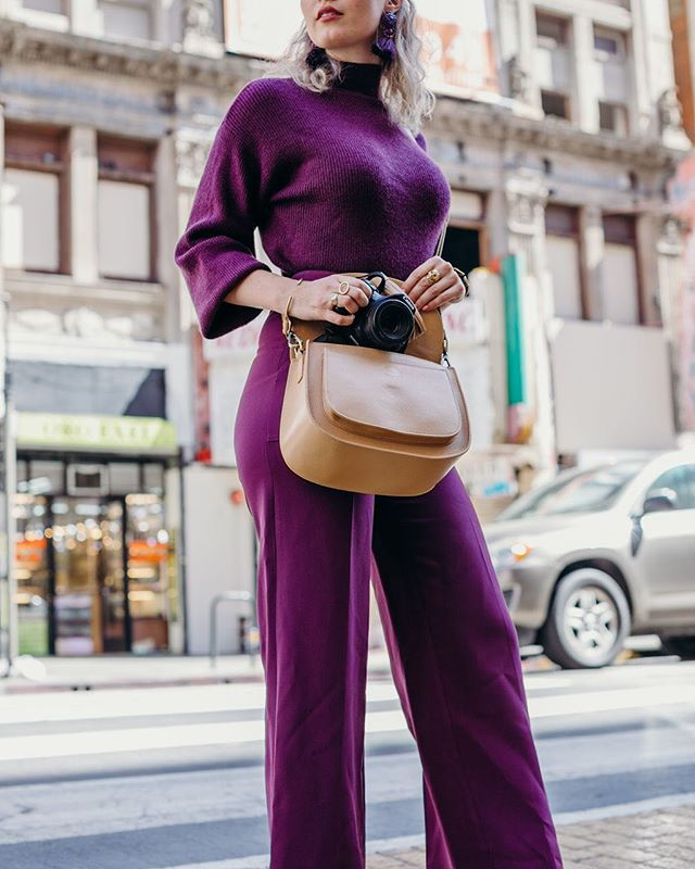 😍 When your camera bag is as stylish!  Shot by @MerakiNarrative⁠⠀ Chic Camera Bag: Lola Sand⁠⠀ #GattaBag⁣⁠⠀