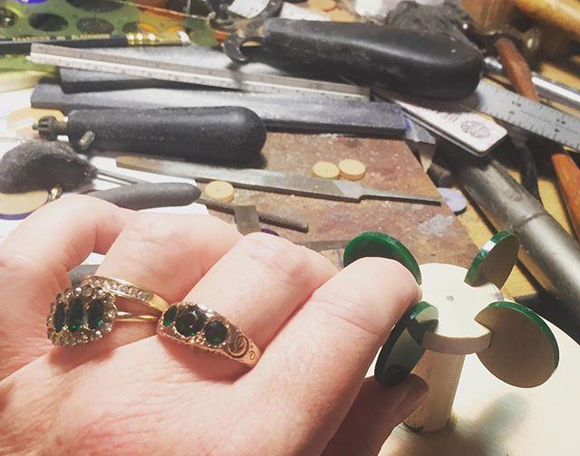 Green day. #momanddads #victorian #victorianjewelry #victorianjewellery #gold #glass #antique #antiquejewelry #estate #estatejewelry #inheritance #micheledelucchi #pedestal #memphisdesigninspired #memphisdesign