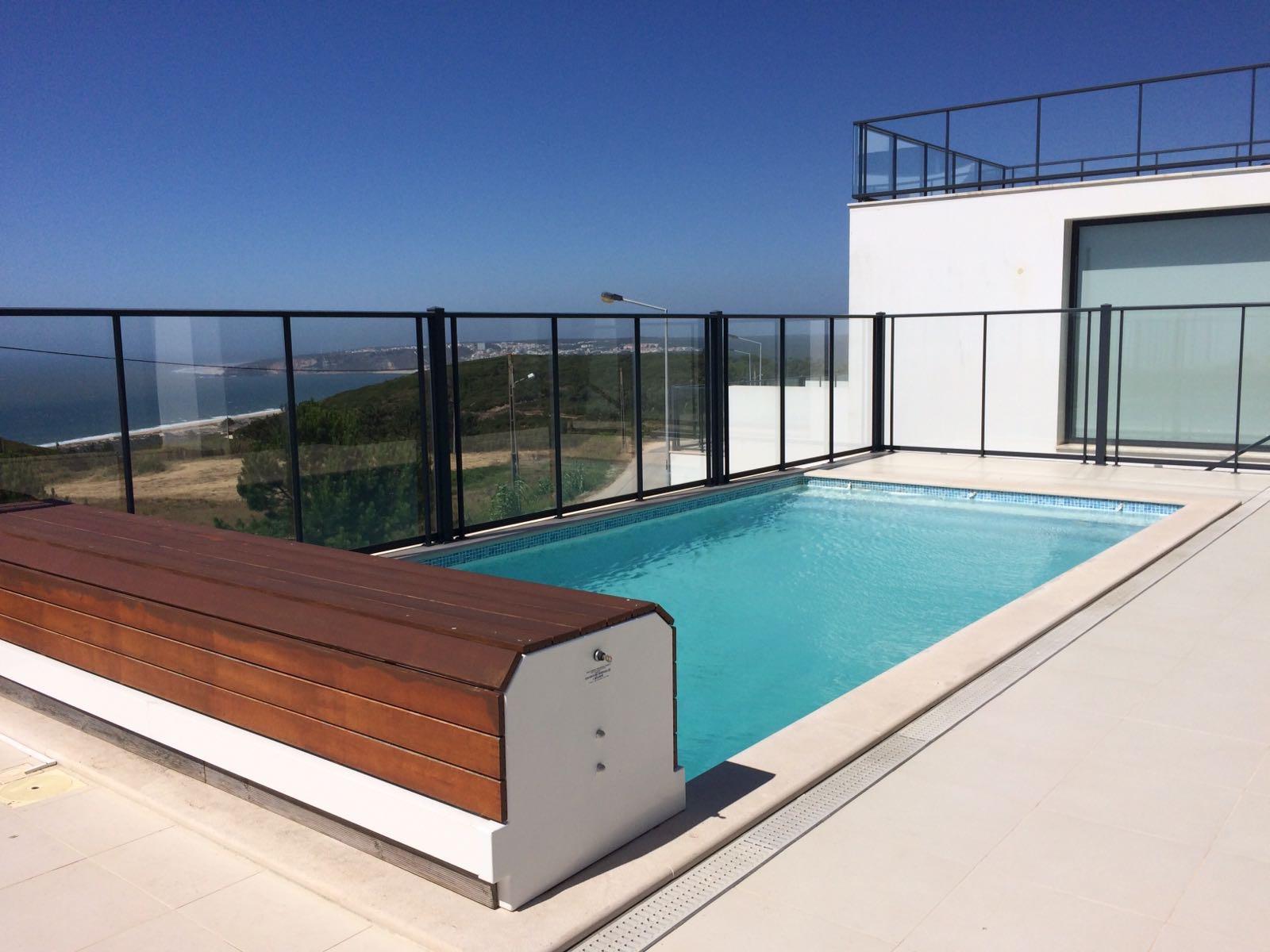 pool - Het zwembad is voorzien van een elektrisch dek dat bescherming biedt voor de kleinste onder ons.