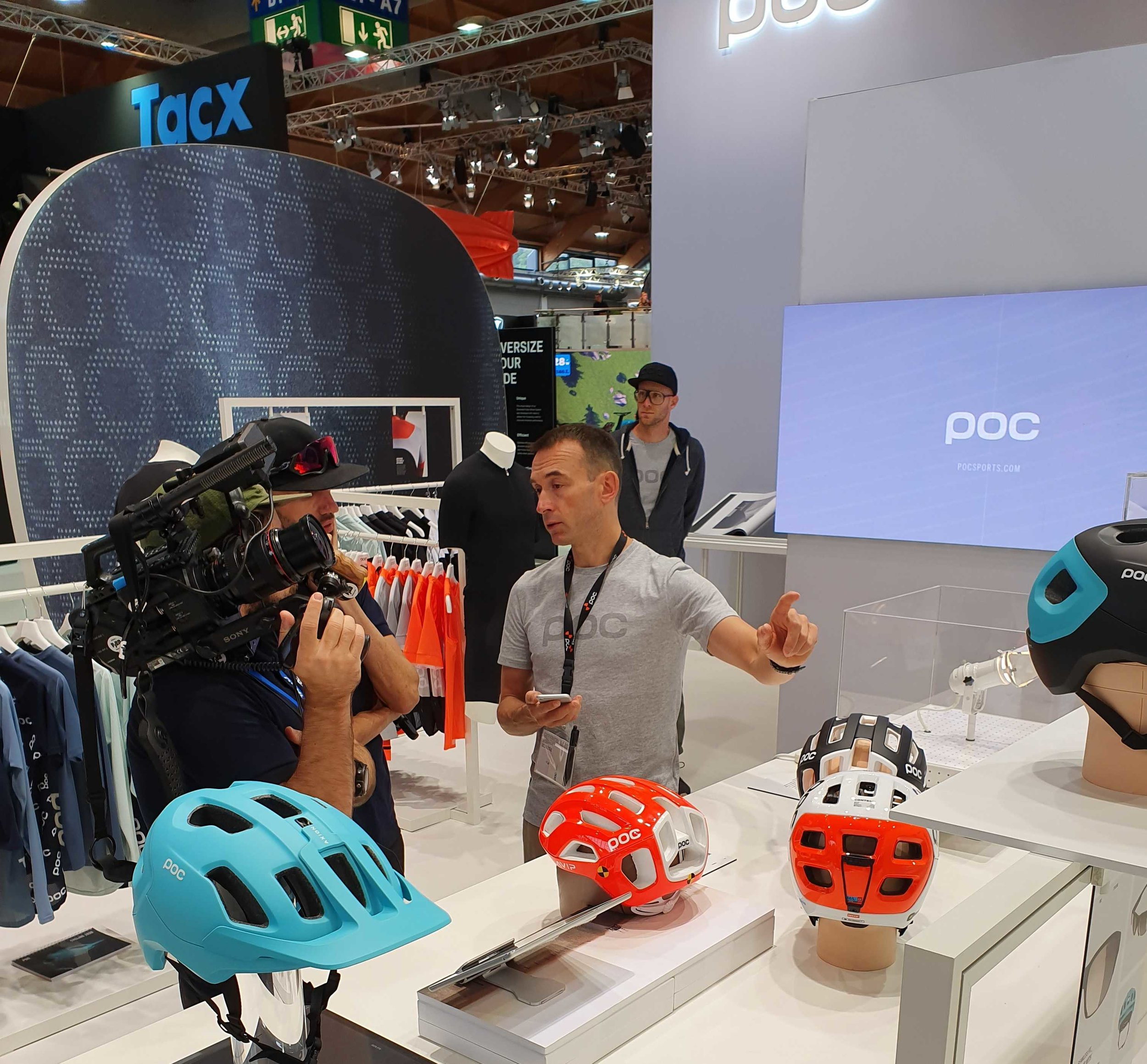 Damian Phillips, Head of Global PR and Communication at POC Sports, presenting the new NFC features of the award winning product Tectal Race SPIN NFC.