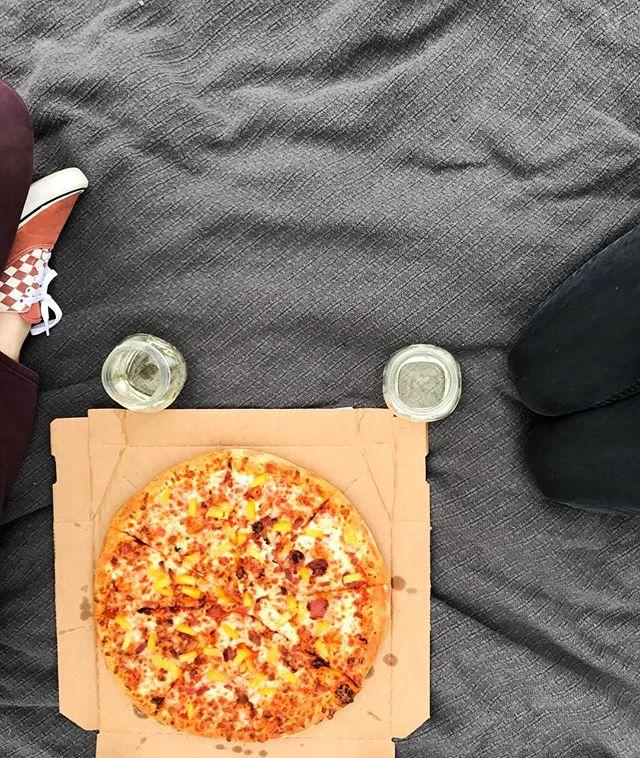 Friday night pizza picnic!
