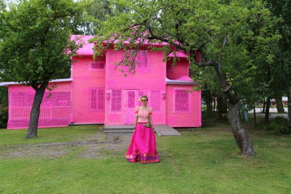 olek-in-front-of-our-pink-house-avesta-sweden-2016-e1480890755367.jpg