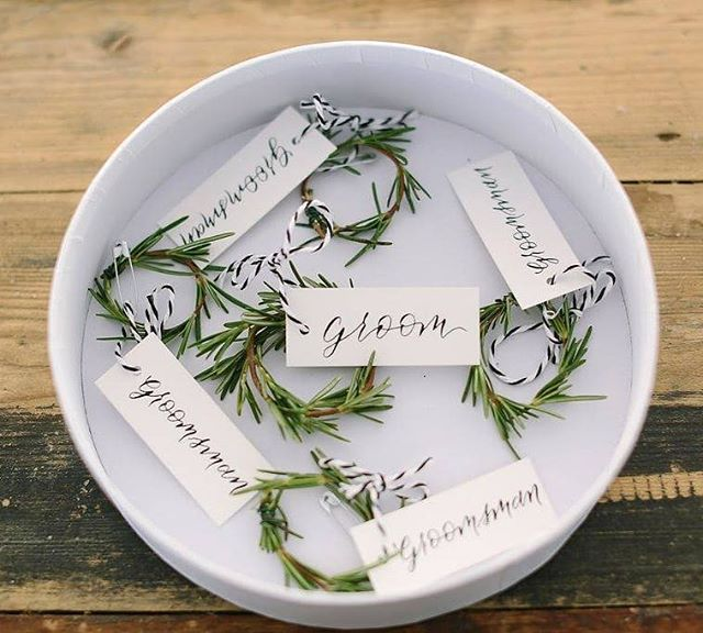 { CUTE AS A BUTTON } Little rosemary wreaths for Rob and his boys, finished off with our gorgeous custom tags by @hardinghand. 🖋 Beautiful snap by @katherined_photography.