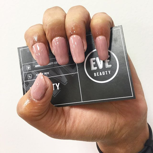 Treat yourself to a dipping powder manicure! 💅🏼 Dipping powder is stronger than shellac polish, so it's perfect if you've got weaker nails, or if you're a little rougher on your hands 😉 Give us a call or book online today ✨  #evebeauty ❕ • • • • • #queenstownbeauty #queenstownnz #queenstownnails #queenstownmanicures #cnd #shellac #queenstownlive #beauty #beautysalon #queenstownsalon #queenstownlashes #lvllashlift #beautytreatments #acrylicnails #queenstownacrylicnails #queenstownmakeup  #discoverunder10k #bbloggersnz #nzblogger #lashes #instabeauty #nzboutique  #queenstownmua #nzmakeupartist #nzbeautyblogger #queenstownmakeupartist
