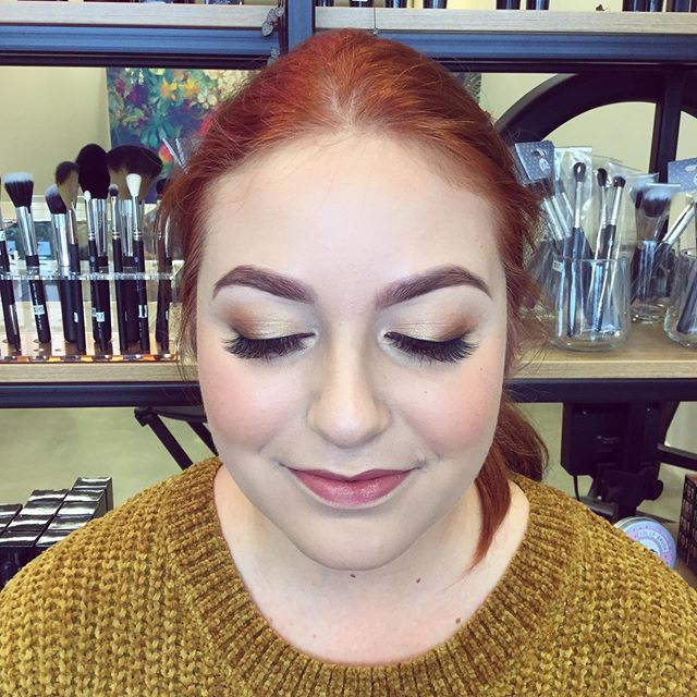 High school gals 🙋🏼♀️ have you booked in for makeup? CROMWELL COLLEGE - 18th May, we have spaces left at 12pm, 4pm & 5pm. We will have x2 MUAs working in Cromwell that day.  WAKATIPU HIGH - 25th May, we have space left at 11.30am, 3pm & 5.15pm.  To book in please email us at hello@eve beauty.co.nz