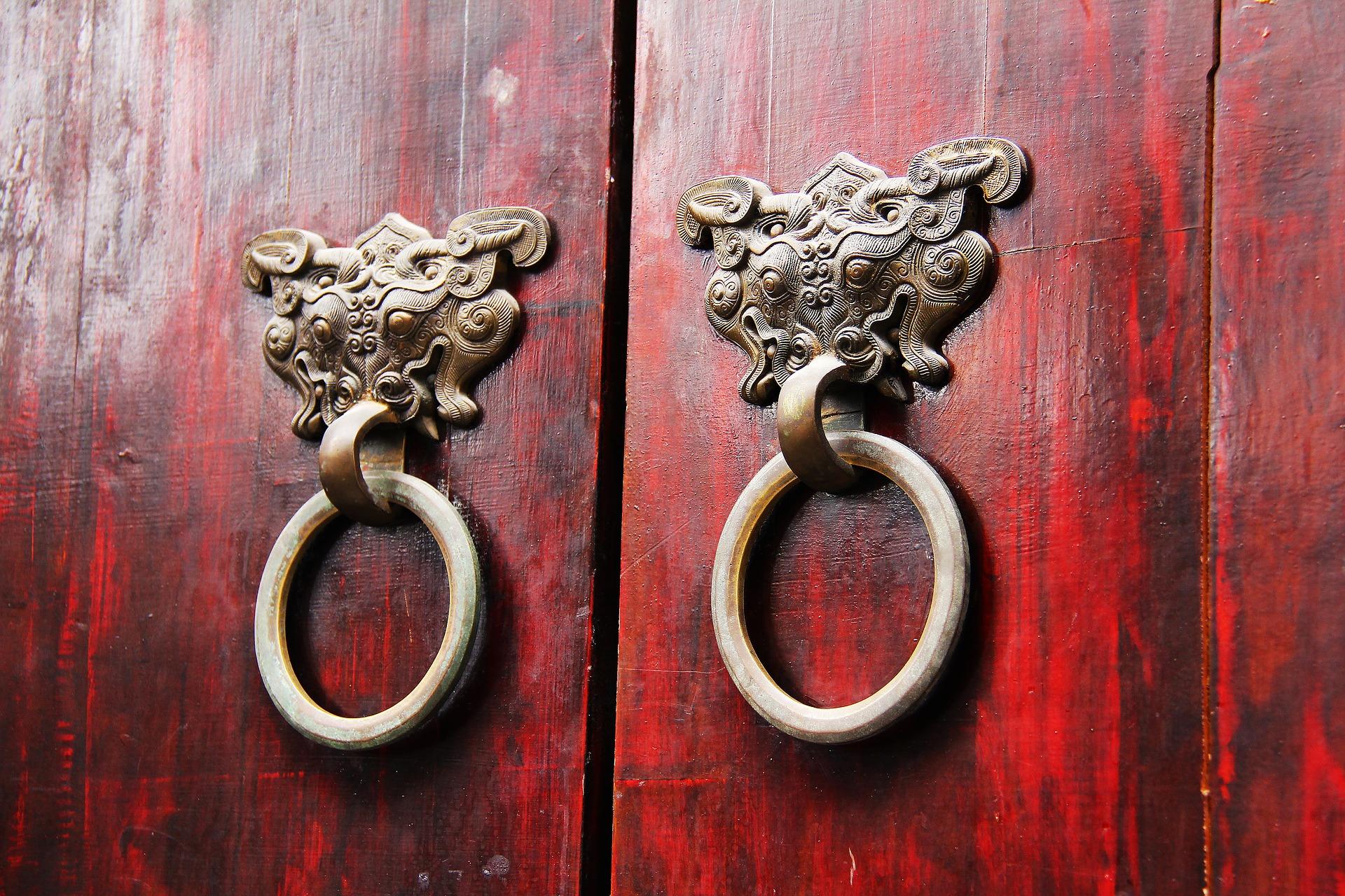 wood-door-1711004_1920.jpg