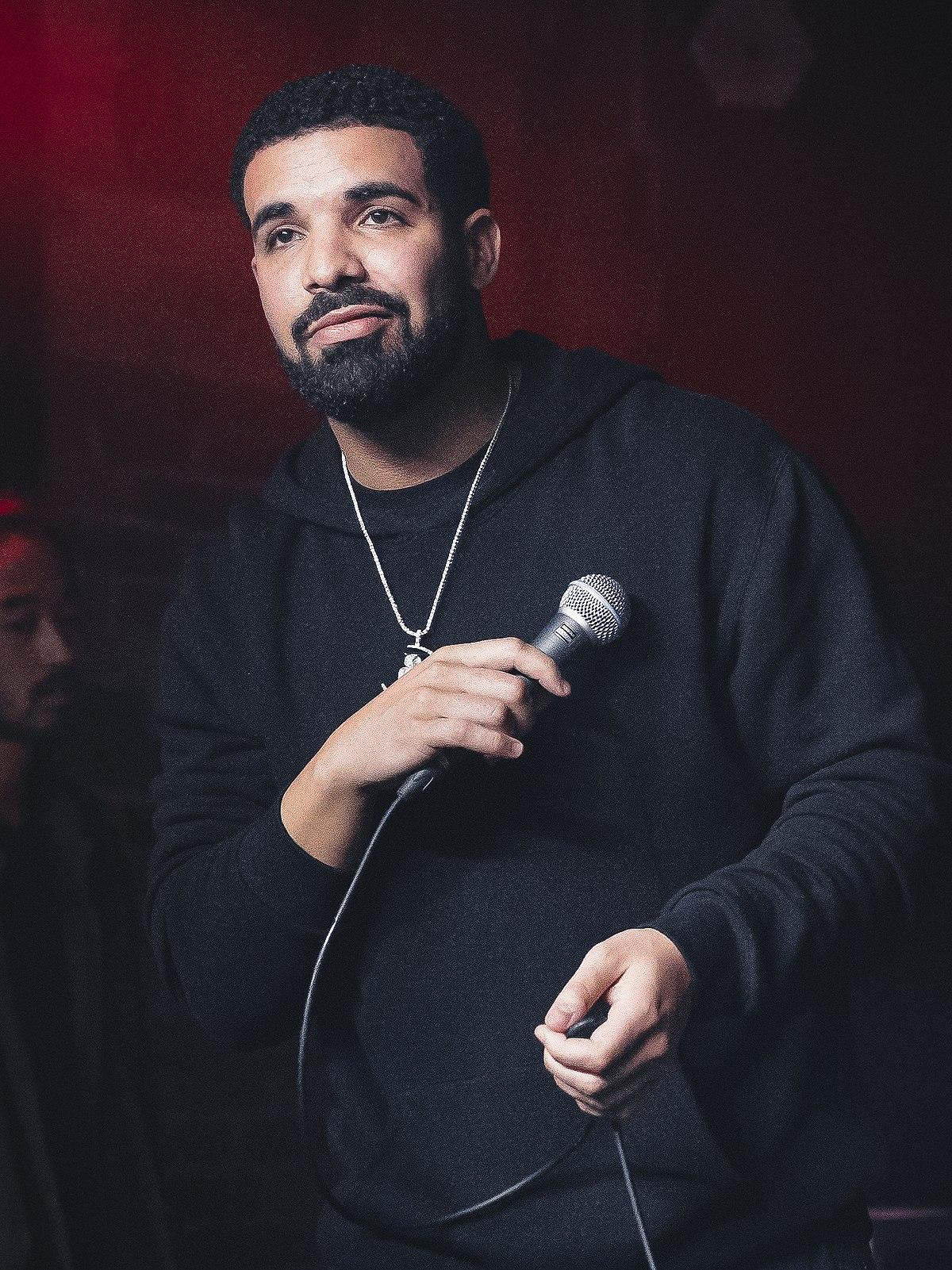 1200px-Drake_at_the_Velvet_Underground_-_2017_(36398066420)_(cropped_5).jpg