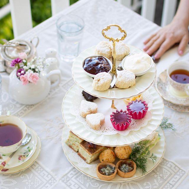Happy High Tea Sunday! ✨ 🧁 ☕️ IC @tweed_coast_photography