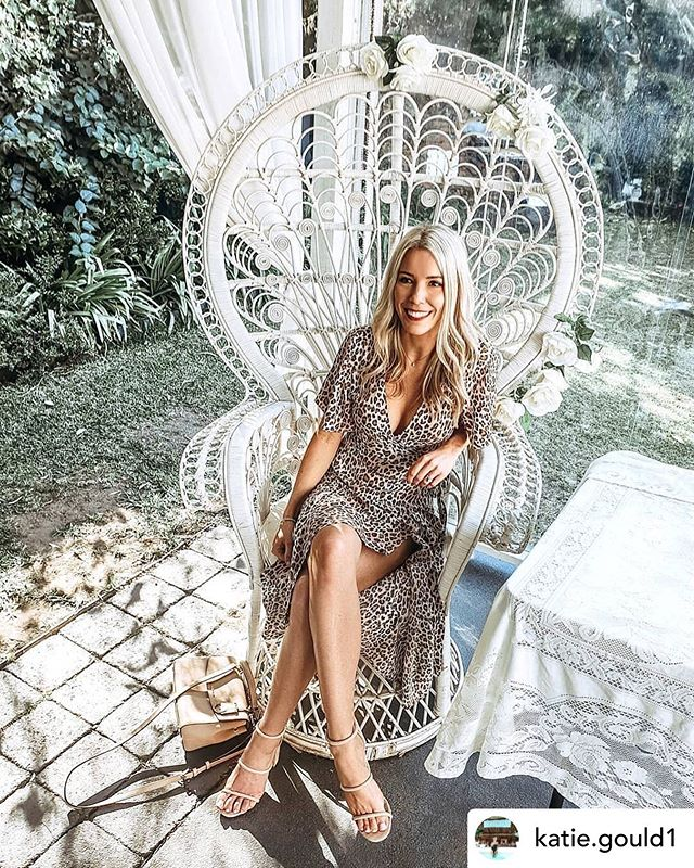 This queen on her throne ... 👸 💕🧁 Posted @withrepost • @katie.gould1 Champagne High Tea ♡ #bridethings . . . .